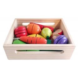 Warzywa i owoce na rzepy do krojenia w drewnianej skrzynce